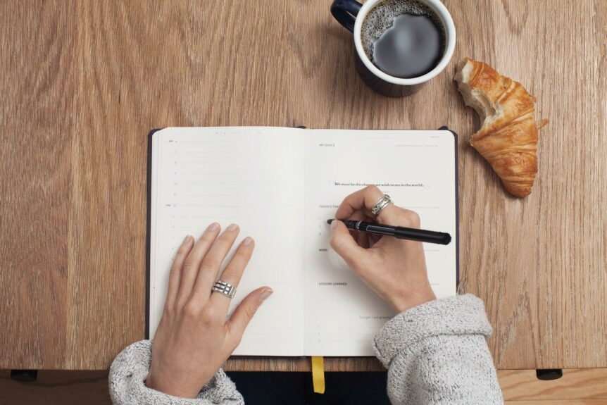 A morning routine journaling to reduce anxiety and depression, hosted by Wellin5